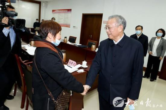 刘家义在济南接待群众来访依法合理合情解决群众诉求