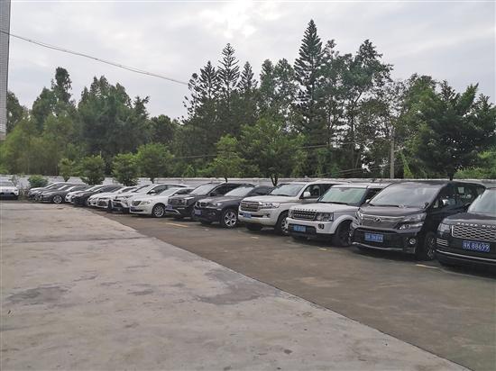 茂名曾仕权黑社会性质组织案中,警方缴获的豪车 (警方供图)