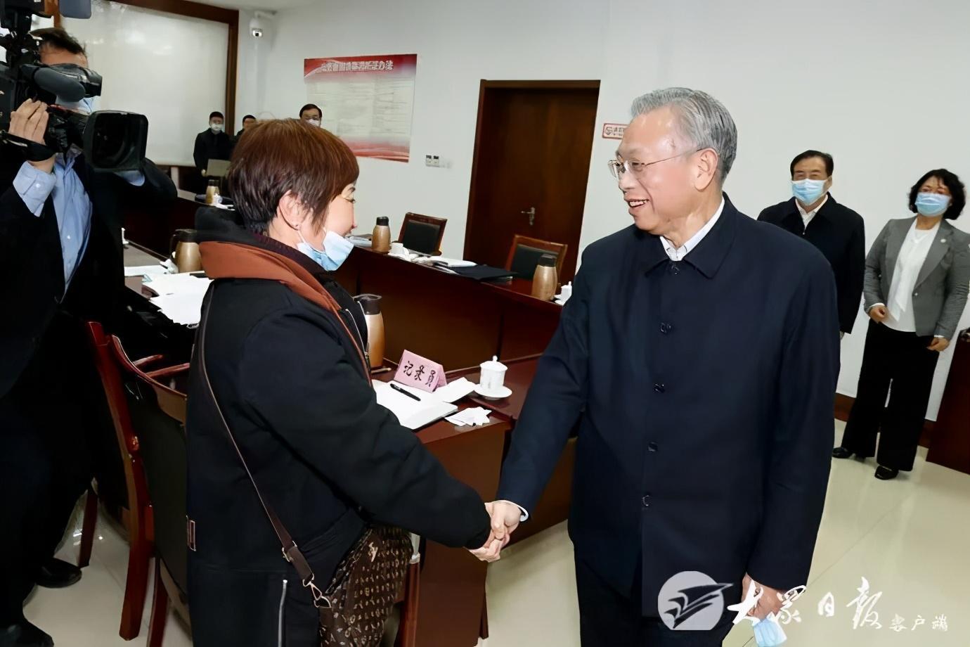 刘家义在济南接待群众来访 依法合理合情解决群众诉求