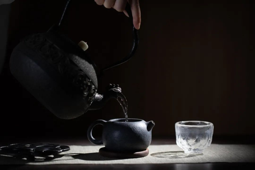 烧水泡茶,你和山泉水之间,只差了一把日本铁壶 || Chin@美物