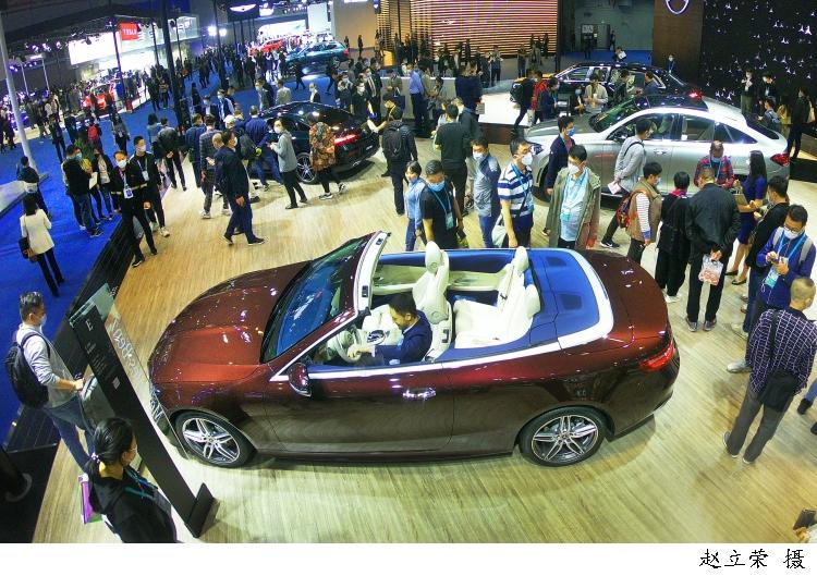 进博图集 | 进博会汽车展区人气旺,成海外汽车产业前沿新品进入中国市场的首发平台