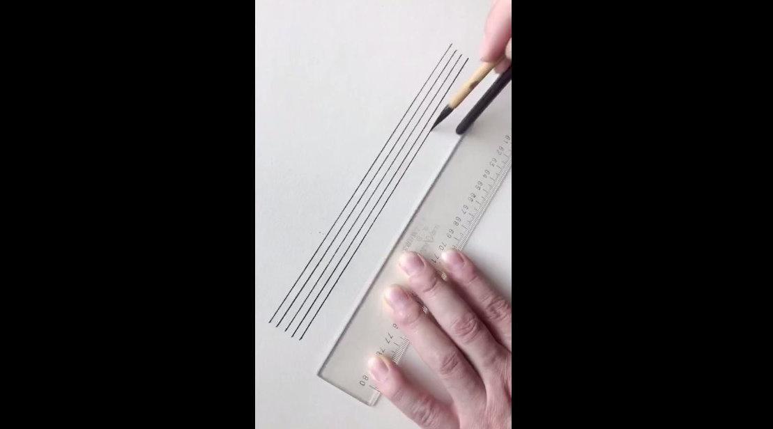 界尺画直线,要点是两手与工具的综合协调稳定性。 赵君峰工笔画