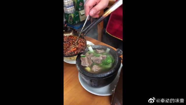 大半勺辣椒下牛肉,武林牛肉真是不一样啊!