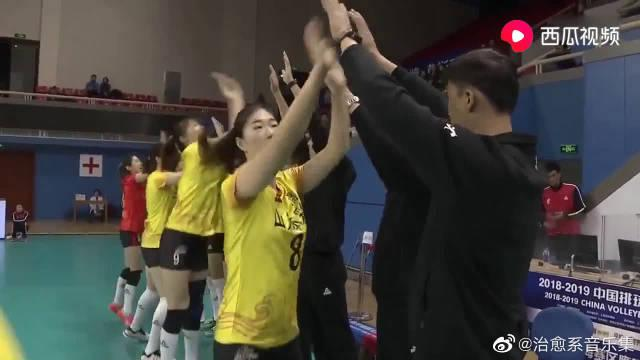女排超级联赛:上海女排3-0轻取山东晋级四强