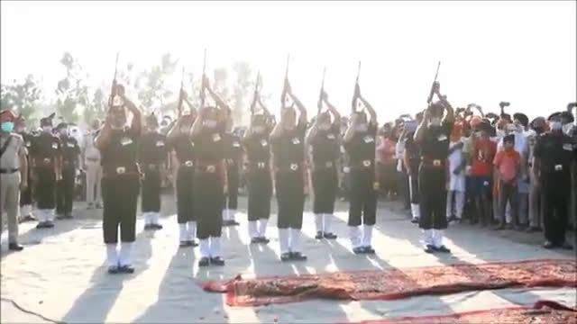 """印度人民举行盛大仪式火化他们的""""英雄""""怎么是露天的?"""