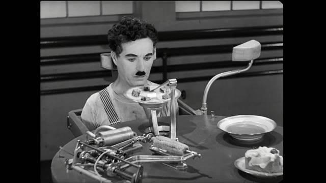 卓别林摩登时代自动吃饭机