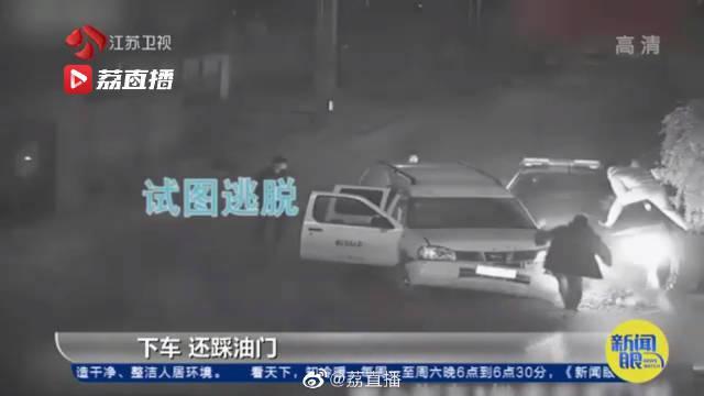 深夜上演追捕大片!小偷为逃逸驾车疯狂撞警车