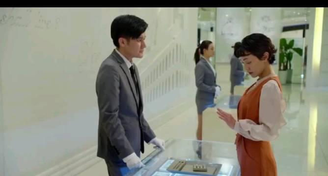 郭采洁主演《喜宝》上线!小卷发别有一番风味!