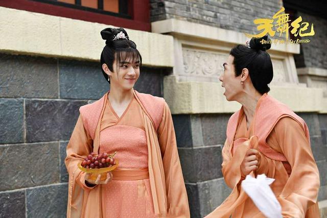 张榕容调侃许凯:为何不推荐她演苏犹怜?许凯的回复够笑三天