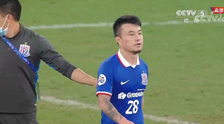 据新浪体育记者@曲小尤 了解,有关@曹赟定 的红牌…………