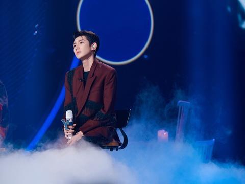 王源《我们的歌》再唱经典 独特嗓音彰显青春特色