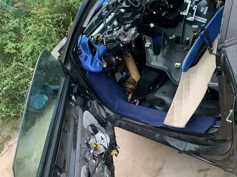 30万买辆法拉利458报废车,引擎和车身分离,买家却津津乐道