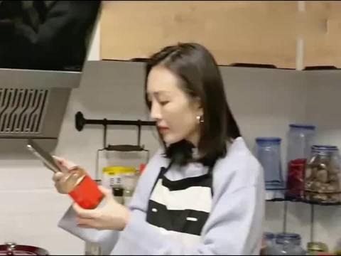 黄雅莉做饭震惊王鸥,自制的辣椒酱引人注意,隔着屏幕都觉得香!