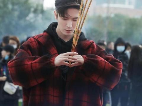 刘海宽主演新剧浪漫开机《我的百岁恋人》魅力霸总长腿吸睛