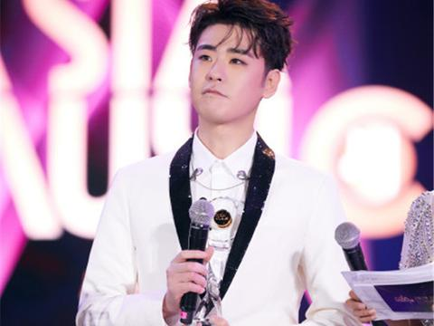 张云雷获得最具突破男歌手奖,丁太昇吐槽荒谬:一个敢给一个敢要
