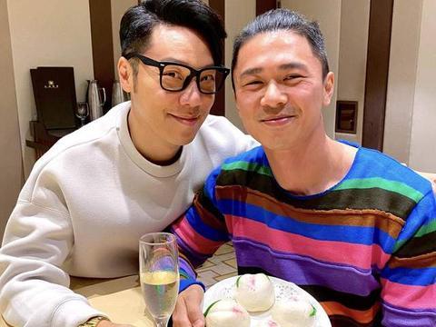 49岁前TVB男星晒合照为丈夫高调庆生,在极光下庆祝结婚4周年