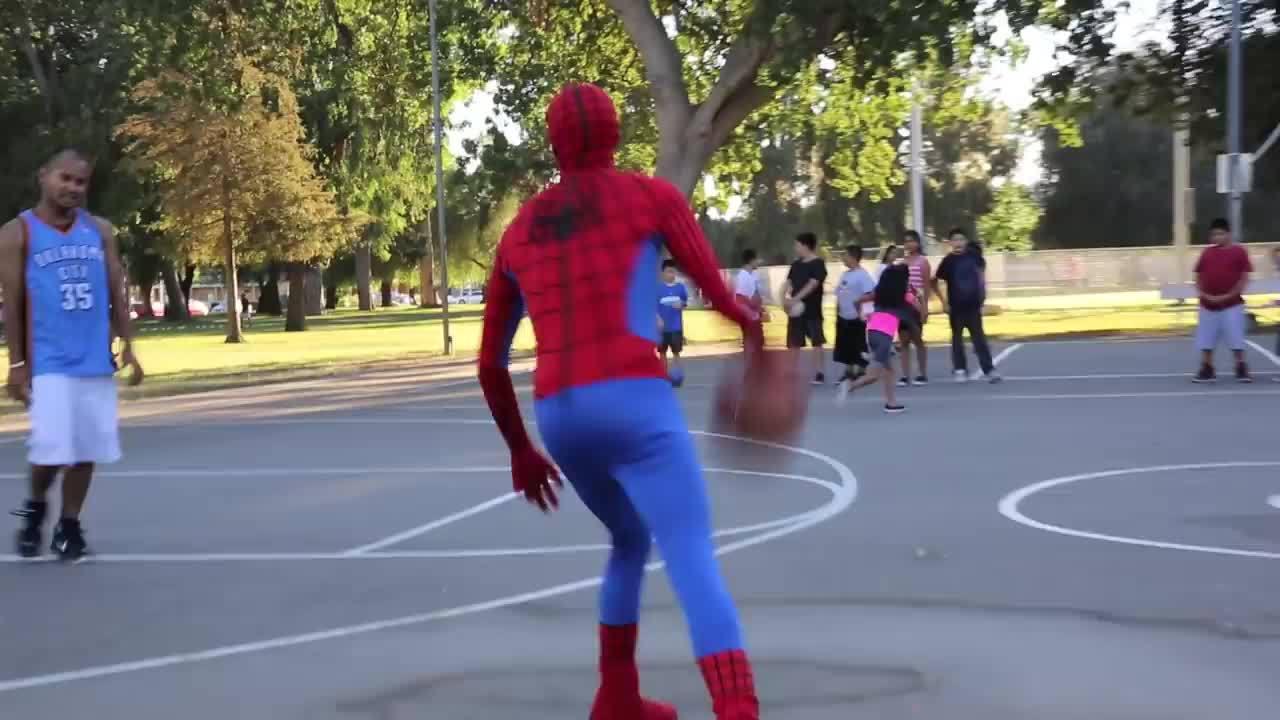 如果蜘蛛侠来找你单挑,你会使用什么招数来对付他?……