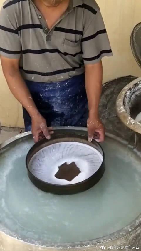 古法制作手工凉皮,缸里的水都是祖传的!一口下去回味三天