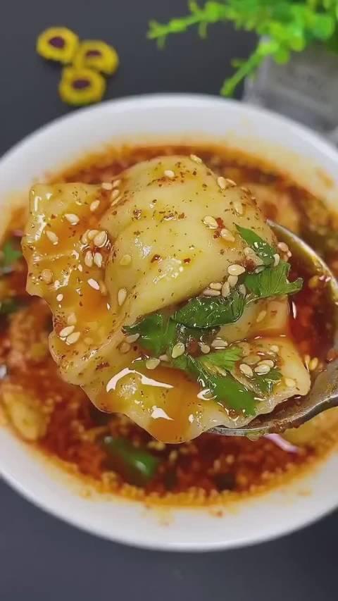 来一碗酸辣开胃的酸汤水饺