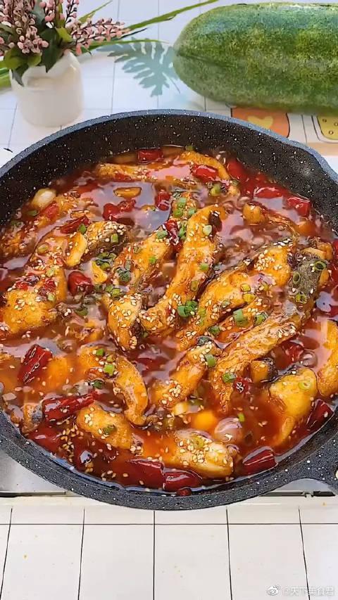 草鱼这样做,太下饭啦,你吃不了辣的,可以不放干辣椒