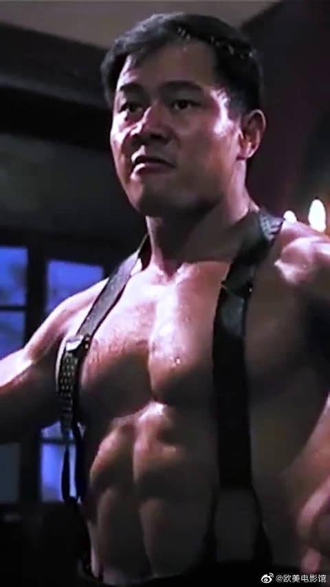 这才是真正的肌肉男,一身腱子肉,充满了力量感