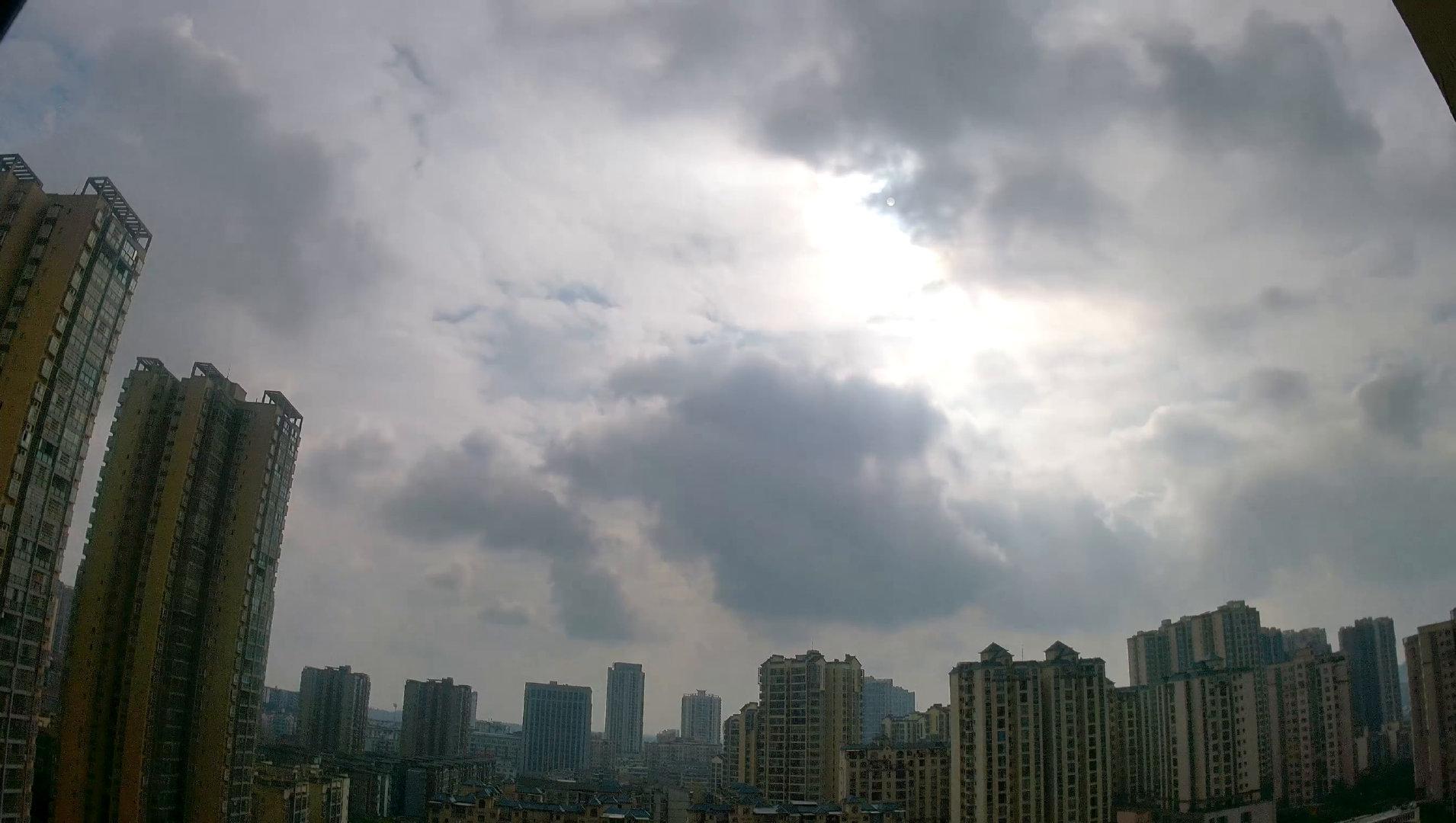 这朵云有点破UI啊!