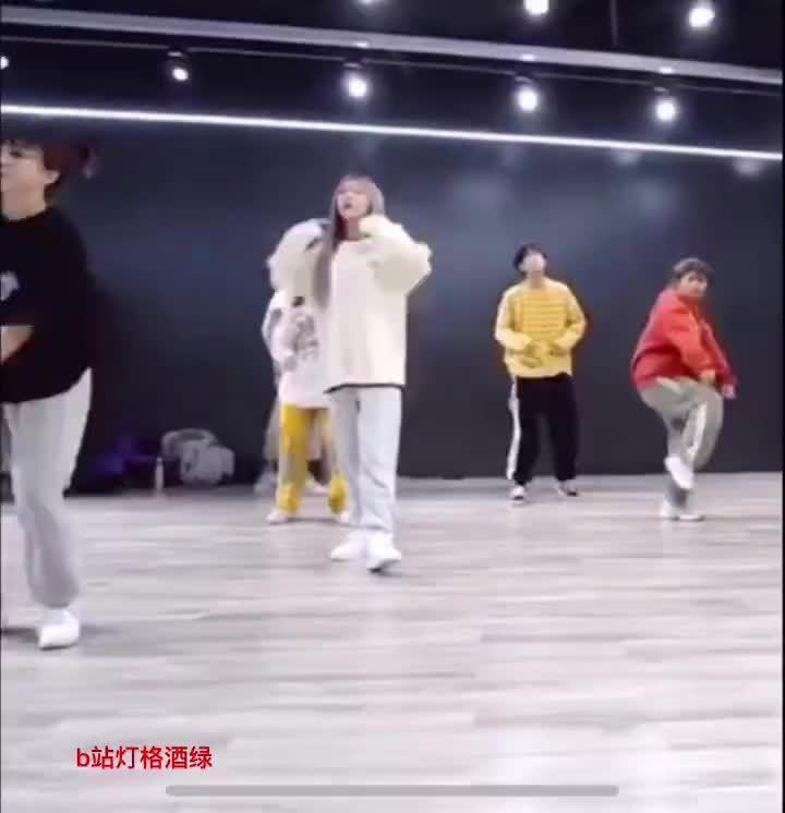 张语格一直在练习各种风格的舞蹈啊……