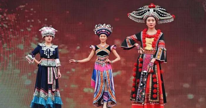 广西富川:民族服饰秀展示瑶乡风情