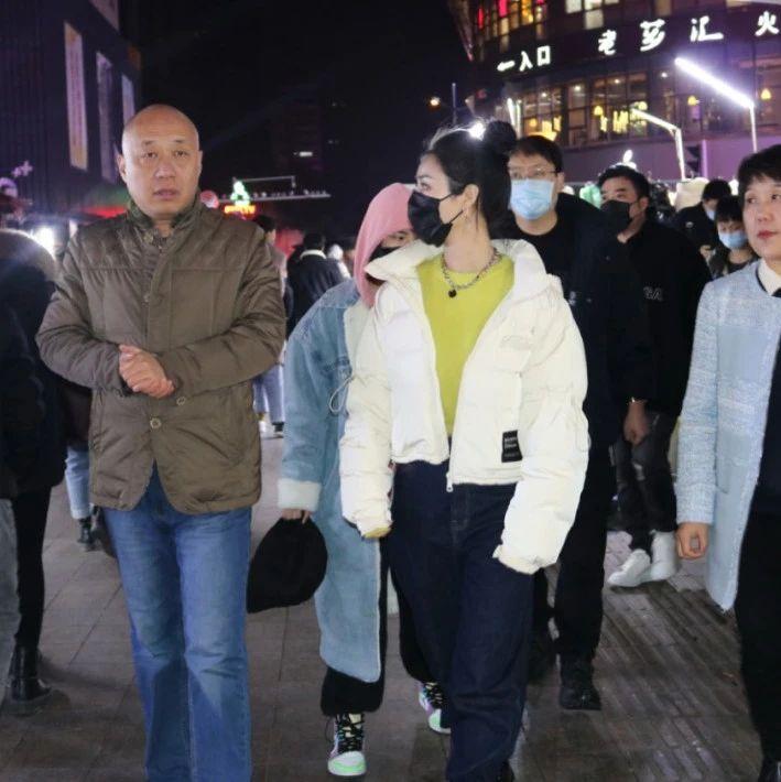 薇娅现身合肥淮河路步行街!
