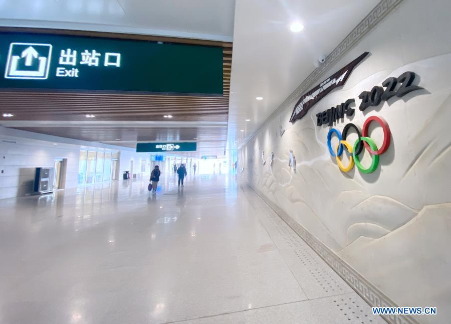 Phone photo taken on Dec. 1, 2020 shows an interior view of the new station building of the Yanqing Railway Station in Yanqing District of Beijing, capital of China. The Yanqing line, one of the major transport infrastructure projects for the 2022 Beijing Winter Olympics, was officially put to operation along with the new station building of the Yanqing Railway Station on Tuesday. The 9.33-kilometer line with a designed speed of 160 kilometers per hour provides a much faster connection between Yanqing and downtown Beijing. (Xinhua)