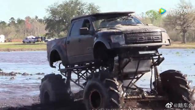 大脚车泥地越野争霸赛,这是不一样的越野车,实在是精彩!