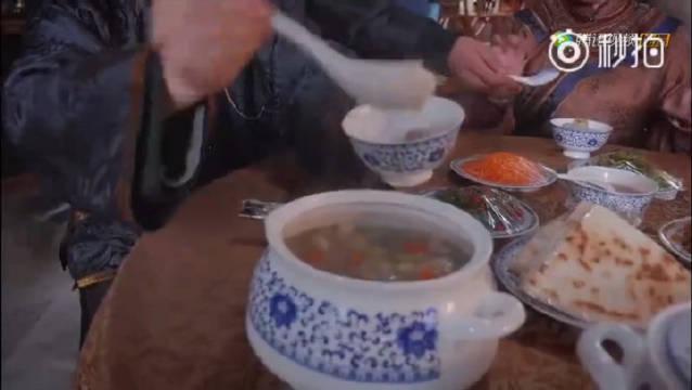西安的早点品种很多,甜口的早点里,甑糕是当仁不让的王者……