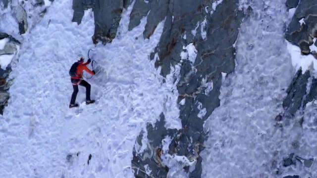 极限运动系列:瑞士运动员丹尼阿诺德速攀完成马特洪峰北壁路线