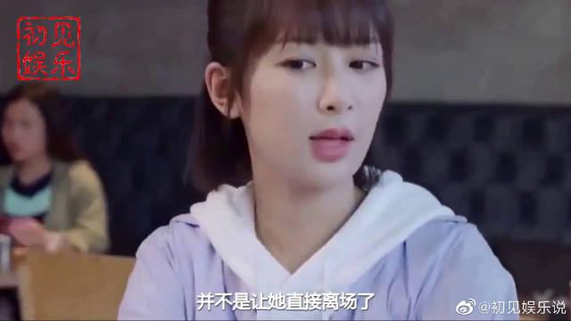 杨紫站台上接受采访,当面对镜头微笑的那刻,才知瓜子脸有多好看