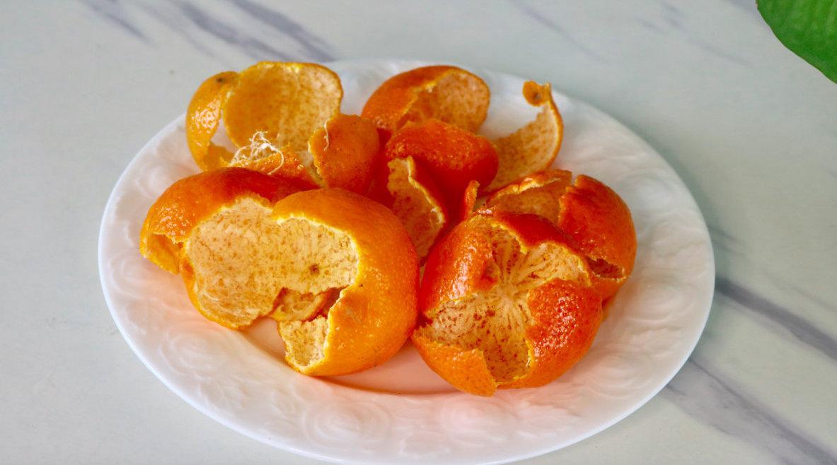 橘子皮不要扔,用水煮一煮,原来作用这么厉害,看完视频长见识了