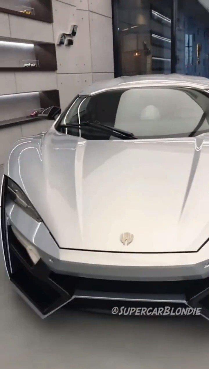 莱肯超级跑车,可以触摸的投影屏幕你们见过吗
