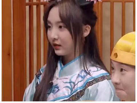 硬糖少女格格装,赵粤可爱,陈卓璇随意,看到她:在逃公主?