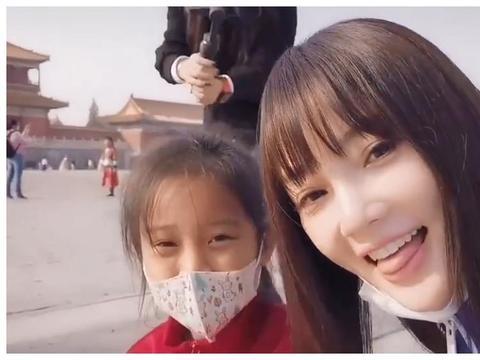 """李小璐透露感情状态,喊女儿叫""""贾甜馨"""",这是要复婚?"""