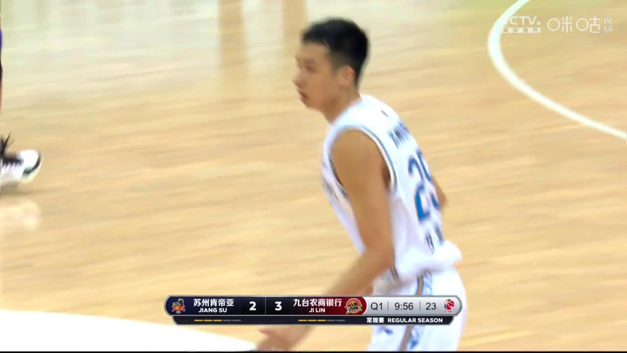 眼疾手快!@江苏肯帝亚篮球俱乐部 郑祺龙快速反应,抢断成功…………