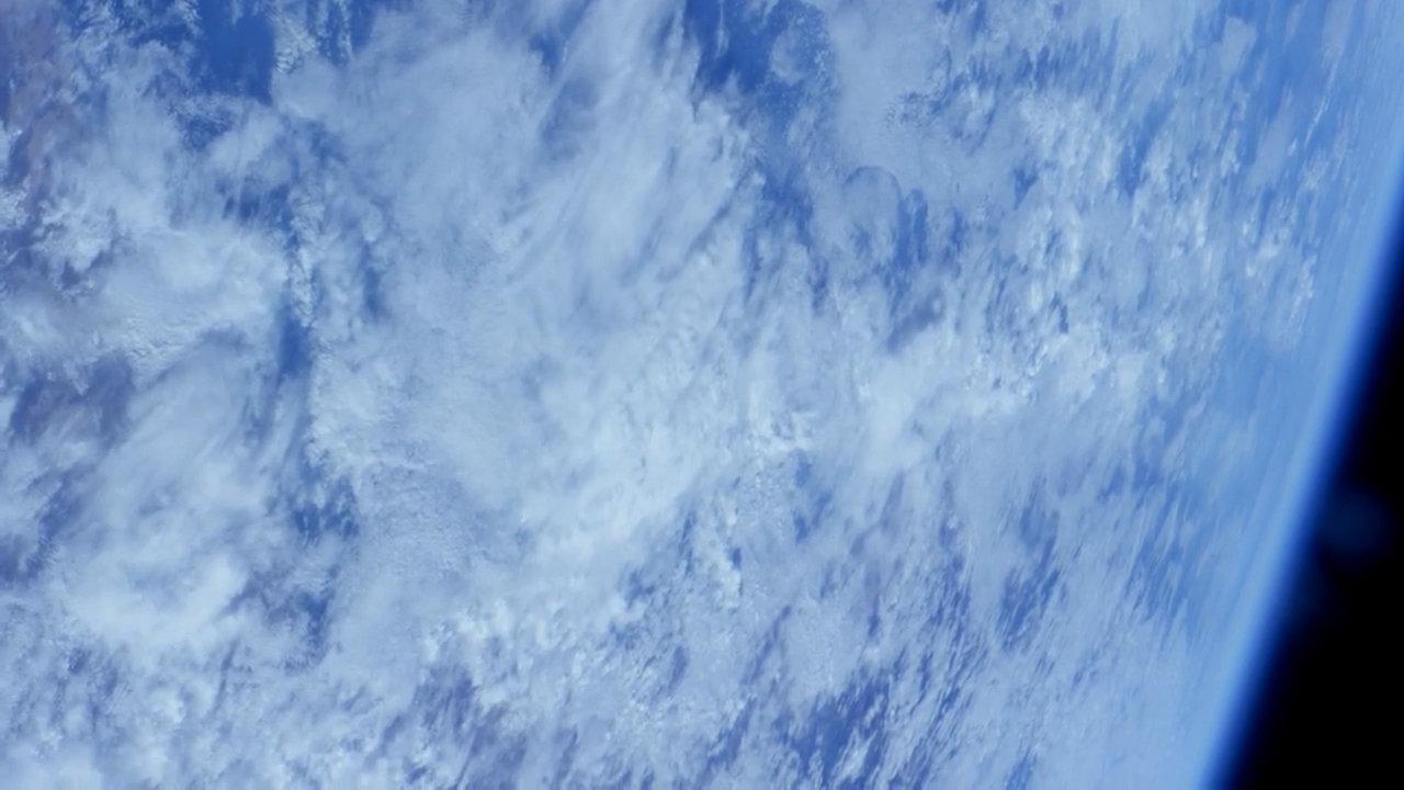 看!那下面白茫茫的一片,宇航员拍到冰天雪地