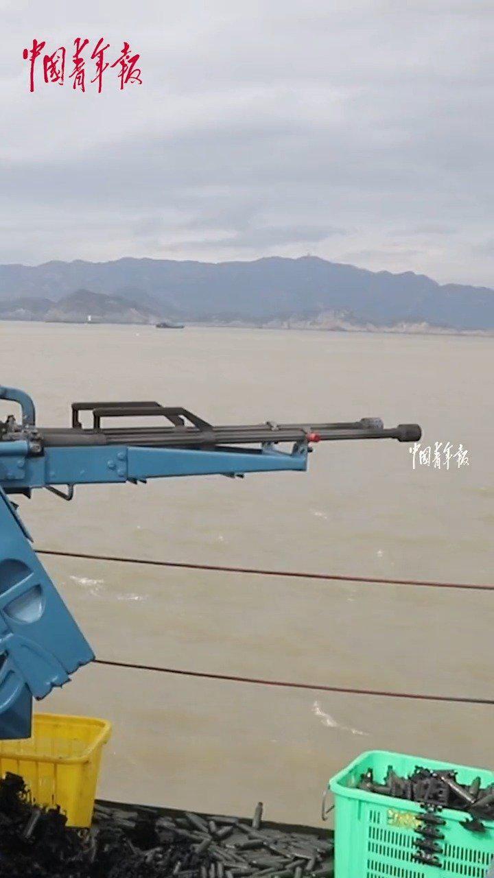 哒哒哒哒哒哒!船艇固定武器实弹射击演练! 中国青年报