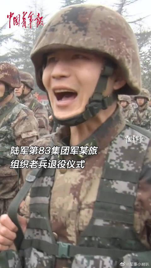 宣读退役命令、交接武器装备,退伍老兵告别军营。再见,老兵!