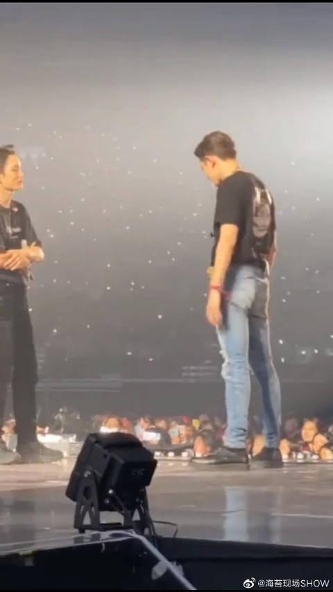 EXO金钟仁、朴灿烈演唱会上尬舞 粉丝:像极了爱情 !