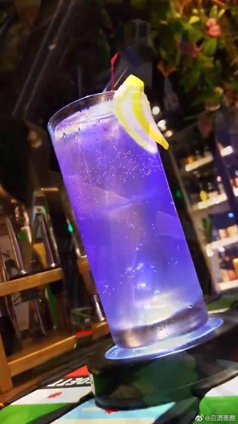 紫罗兰菲兹酒:花香浓郁,口感清爽,酒精度很低!……
