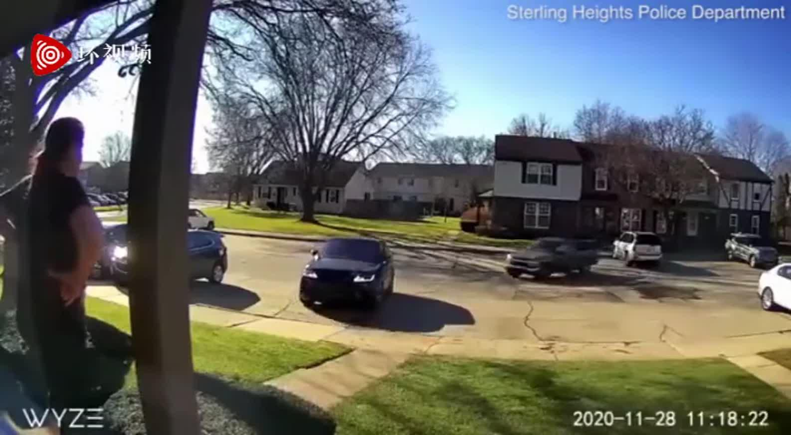 美国一男子前女友家门外朝其开枪8次并开车追赶