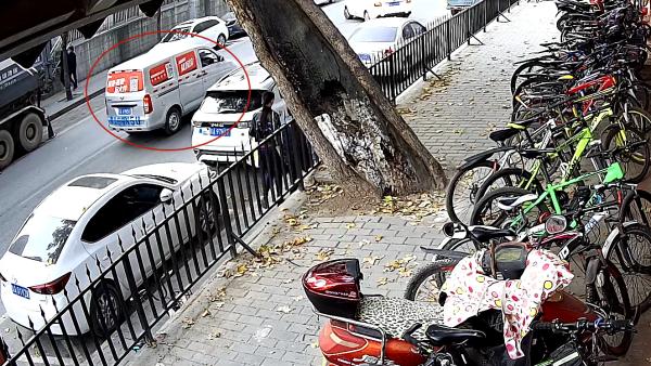 男子盗窃自行车后推到监控盲区,在货拉拉下单转移赃物