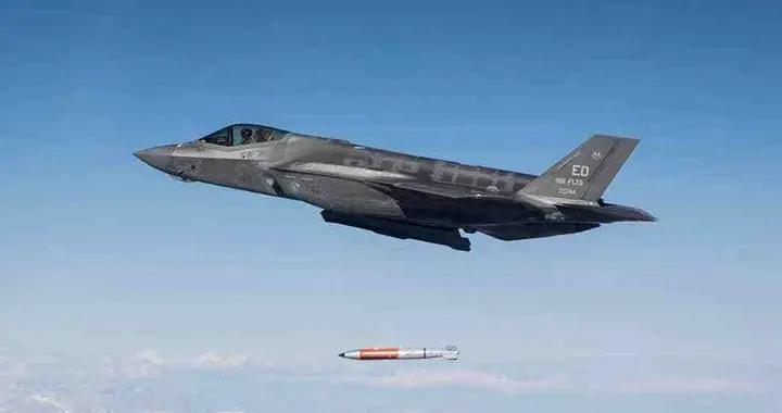 美国空军隐身战机F-35A训练投掷战术核弹,剑指何方?