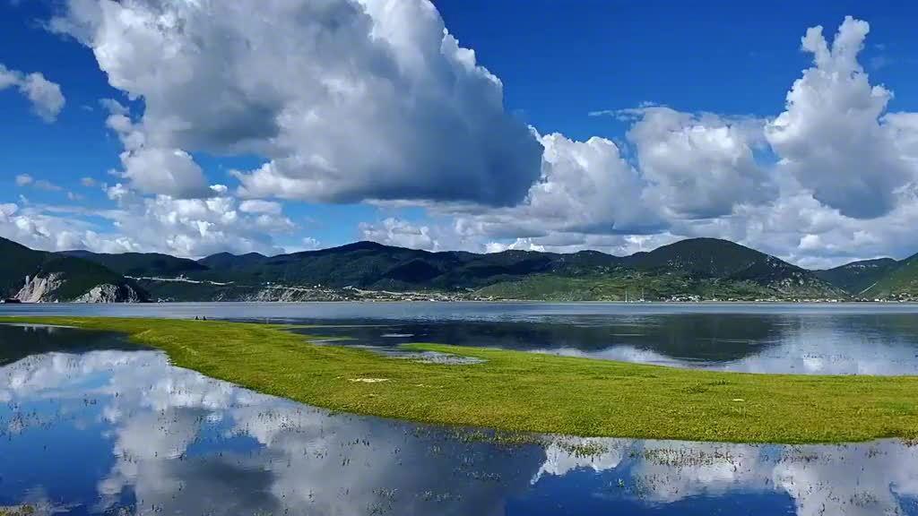 好似一幅流动的壁纸 纳帕海伊拉草原世界的香格里拉