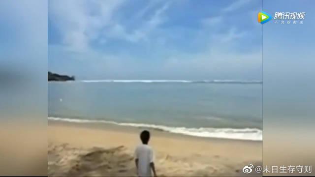 狂暴天灾!当年马来西亚海啸未曝光画面,几名小孩瞬间被大浪卷走