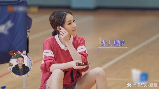 黄皓打篮球冷落了萧亚轩 为引起注意萧亚轩开启了撒娇技能……